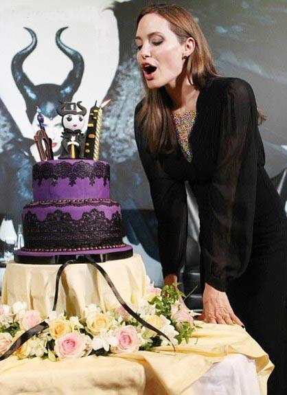 کیک تولد خاص آنجلینا جولی (عکس)