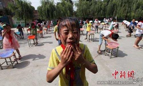 شیوه عجیب و غریب آموزش شنا در یک مدرسه چینی (عکس)