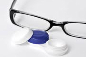 از عینک استفاده کنیم بهتر است یا از لنز؟