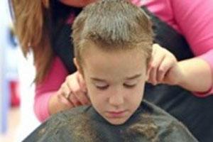 راهکارهایی برای از بین بردن ترس کودک از آرایشگاه