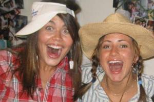 واکنش خنده دار دختر جوان بعد از جراحی دندان عقلش (عکس)
