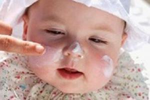 استفاده از کرم ضد آفتاب برای کودکان لازم است یا خیر؟