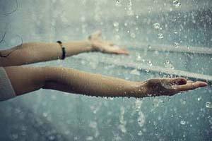 چه حالیم زیر بارون (شعر عاشقانه)
