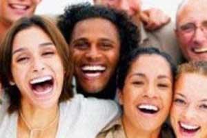 10 دلیلی که باید به دیگران لبخند بزنید