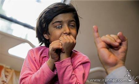 روشی جدید برای معاینه چشم این دختر بچه (عکس)