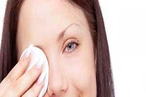 این بیماری در اثر پاک نکردن آرایش چشم ها به وجود می آید