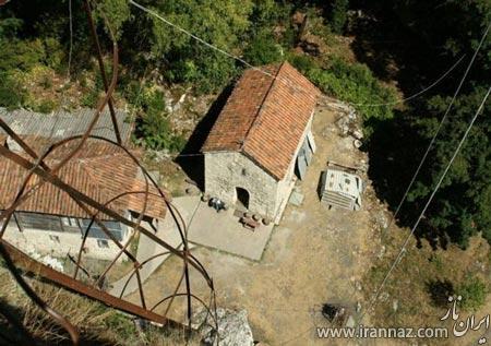 تصاویری از یک کلیسا بر روی ارتفاع 40 متری یک صخره