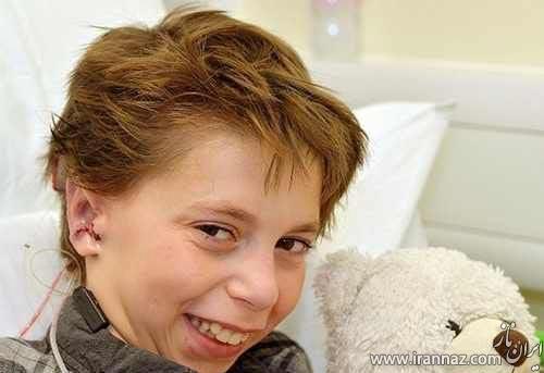 این پسر 9 ساله با گوشی عجیب و غریب به دنیا آمد (عکس)