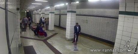 حرکت دیدنی یک مدیر ارشد در مترو! (عکس)
