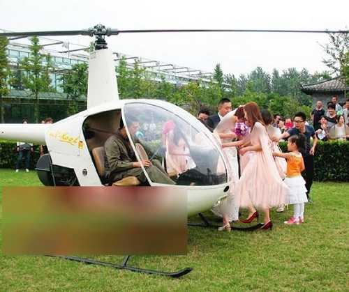 عروس کشونی رویایی در آسمان با هلی کوپتر (عکس)