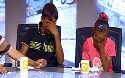 مرگ ناگهانی مادر بچه ها را در برنامه زنده شوکه کرد! (عکس)