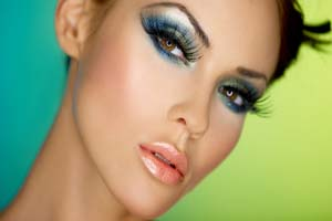 چگونه آرایش کنیم که روی صورت ثابت بماند؟