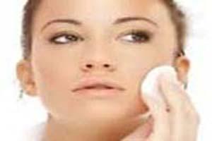 با چه ماده ای پوستمان را پاک کنیم بهتر است؟