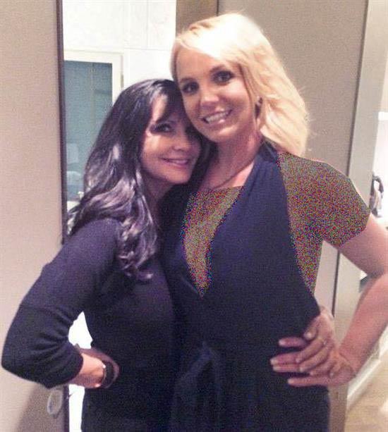 بریتنی اسپیرز خواننده آمریکایی در کنار مادر جوانش (عکس)