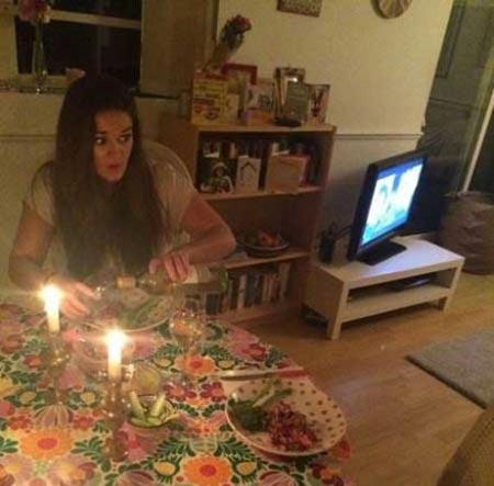جنجال اقدام دختر 22 ساله در اینترنت! (عکس)