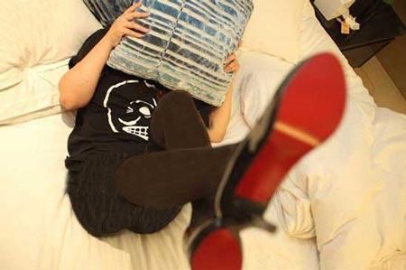 زنی که با پاهایش سالانه 52 میلیون تومان جمع می کند! (عکس)