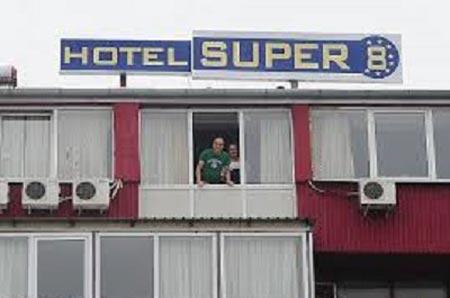 قرنطینه مسافران یک هتل برای ترس از ابولا (عکس)