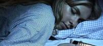 خطرات قرار دادن گوشی زیر بالش به هنگام خواب