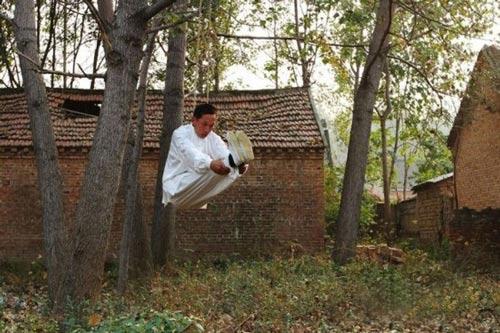 اقدام عجیب مرد چینی برای انجام حرکات رزمی (عکس)