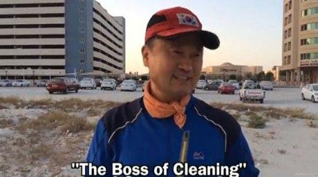 مرد میلیاردر کره ای که خیابان ها را جارو می کند! (عکس)