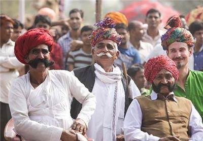 مسابقه انتخاب طویل ترین سبیل در هند (عکس)