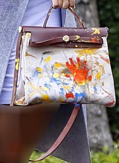 سوژه شدن کیف دستی دیدنی کیم کارداشیان (عکس)