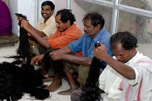 آئین جالب وقف کردن موها در هند! (عکس)