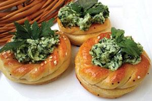 آموزش تهیه نان و پنیر و سبزی مجلسی
