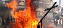 به آتش کشیدن زوج مسیحی توسط متعصبان پاکستانی! (عکس)