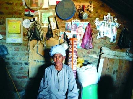تغییر ظاهر زن مصری برای کارکردن (عکس)
