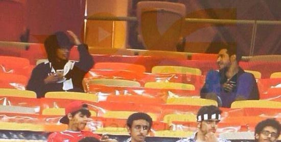 دختری با لباس مردانه در استادیوم فوتبال بازداشت شد (عکس)