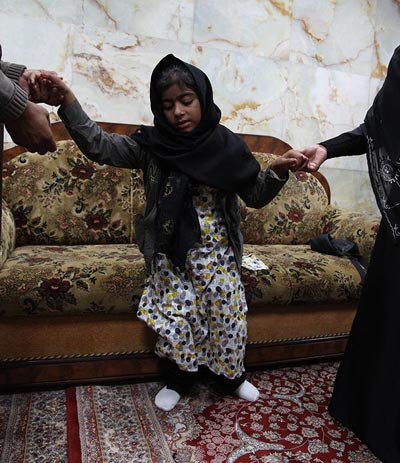 شفای دختر فلج در حرم امام حسین (عکس)