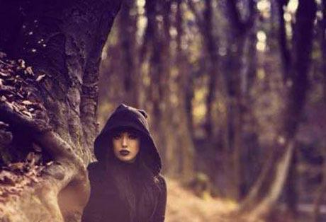 دختر مهمانداری که برای زیباییش از کار اخراج شد (عکس)