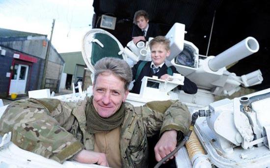 سرویس مدرسه جالب دو پسر انگلیسی (عکس)