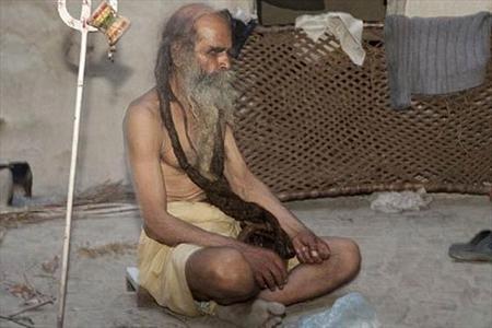 مردی که 37 سال حمام نکرده است! (عکس)