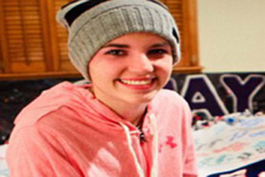 نجات معجزه آسای دختر 16 ساله پس از سوختن در آتش (عکس)