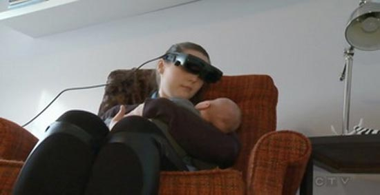 مادر نابینا توانست فرزندش را ببیند! (عکس)