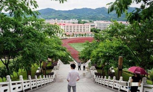 در این مدرسه تفریح دانش آموزان ممنوع است (عکس)