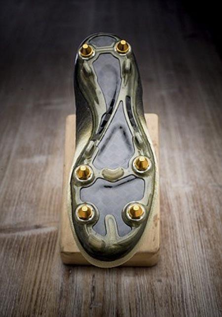 طراحی کفشی برای رونالدو با قطعات الماس (عکس)