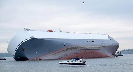 غرق شدن یک کشتی با 2 هزار تن سیمان (عکس)
