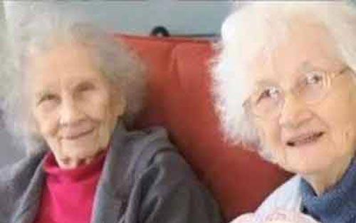 مرگ عجیب دوقلوهای پیر در یک روز! (عکس)