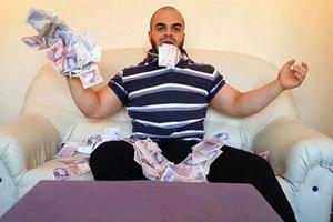 درآمد باورنکردنی یک محافظ شخصی (عکس)