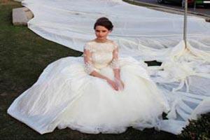 حضور در جلسه امتحان با لباس عروس (عکس)