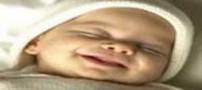 چرا نوزادان در خواب لبخند می زنند؟