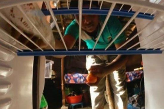 10 سال پس انداز برای خرید یخچال (عکس)