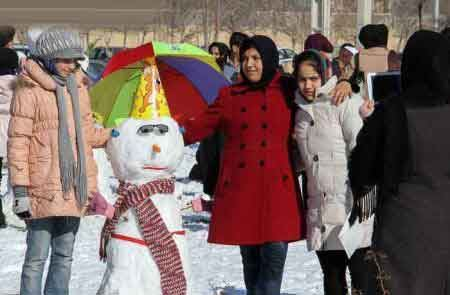 جشنواره ساخت آدم برفی زیبا در اردبیل (تصاویر)