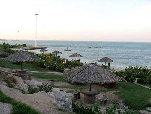 تفریحات مهیج در ساحل زیبای کیش (عکس)