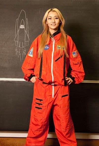 اولین نفری که در مریخ زایمان می کند (عکس)