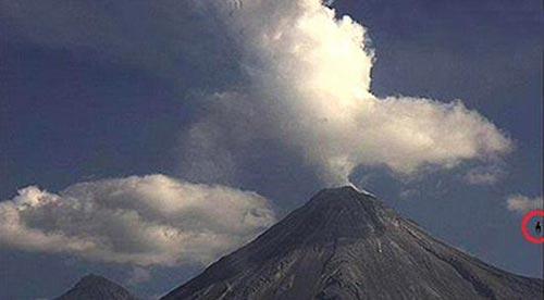رویت شی عجیب پس از انفجار آتشفشان (عکس)