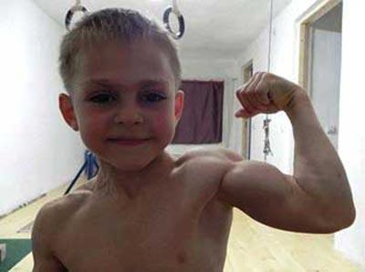 این پسر کوچکترین بدنساز جهان است (عکس)